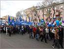 Праздничное шествие по улицам Оренбурга. Открыть в новом окне [77 Kb]