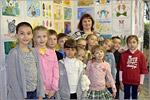 Педагог дополнительного образования Шаповалова А.Р. с обучающимися студии «Палитра» и «Кисточка»