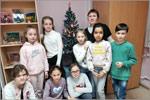 Обучающиеся студии «Палитра» с педагогом А.Р. Шаповаловой