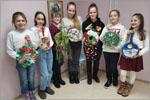 Обучающиеся студии изготовили Рождественские венки на елку