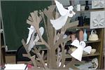 Новогодняя ёлка, украшенная работами обучающихся студии