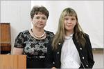 Вручение сертификата обучающейся студии КазановойЕ.
