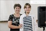 Вручение сертификата обучающейся студии ПрилепинойК.