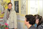 Педагог дополнительного образования И.А. Кравченко ведет запись в студию «Рисунок, живопись, дизайн»