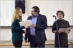 Дипломы от Союза дизайнеров России вручает директор «Дизайн-Центра», председатель регионального отделения Союза дизайнеров России Эдуард Петросян