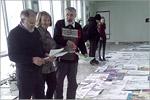 Педагоги дополнительного образования студии Г.М. Гладышев, Т.А. Путинцева, В.А. Лебедев оценивают работы обучающихся