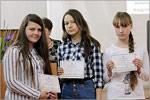 Вручение сертификатов обучающимся студии «Акварель» КиршинойА., ГоловойП., ПетровойА.