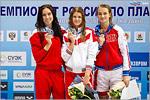 Мария Каменева (в ценре), мастер спорта международного класса по плаванию