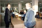 Иван Орлов, начальник отдела ремонта и обслуживания ИВТ (справа). Открыть в новом окне [81Kb]