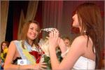 Корону победительнице вручает 'Мисс ОГУ — 2006' Виктория Дубовицких. Открыть в новом окне [57Kb]