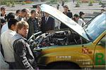 Студенты ОГУ с 'подсолнечным' автомобилем. Открыть в новом окне [84 Kb]