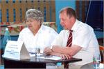 Директор детского дома Валентина Тазекенова и Владимир Ковалевский. Открыть в новом окне [73 Kb]