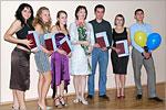 Декан ФЭФ Светлана Панкова со студентами, получившими дипломы с отличием. Открыть в новом окне [62 Kb]