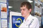 Юрий Аленников с моделью велосипедной аудиосистемы. Открыть в новом окне [79 Kb]
