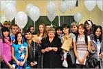 Наталья Шебаршова (в центре) и студенты ФГСН. Открыть в новом окне [79 Kb]
