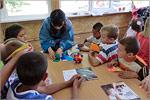 Томоко Исибаси проводит мастер-класс по оригами в детском лагере 'Светоч'. Открыть в новом окне [77 Kb]