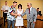 Вручение сертификатов на приобретение жилья молодым ученым. Открыть в новом окне [77 Kb]
