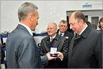 Памятный подарок — бронзовые медали с символикой ОГУ. Открыть в новом окне [59 Kb]