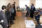 Экскурсия школьников в Аэрокосмический институт. Открыть в новом окне [75 Kb]