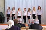 Члены клуба 'Сертома' дают концерт в доме-интернате для пожилых людей. Открыть в новом окне [79 Kb]