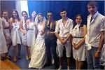 Демонстрация коллекции одежды из белых халатов. Открыть в новом окне [89 Kb]
