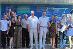 Виталий Соколов и Валерий Великороднов с выпускниками ОГУ. Открыть в новом окне [76 Kb]