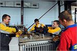 Студенты ОГУ в цеху. Открыть в новом окне [79 Kb]