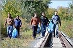 Уборка мусора на территории прибрежной зоны Урала. Открыть в новом окне [79 Kb]