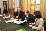 Подписание договора о сотрудничестве между ОГУ и колледжем Анабуки. Открыть в новом окне [120 Kb]