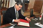 Подписание договора о сотрудничестве между ОГУ и колледжем Анабуки. Открыть в новом окне [117 Kb]