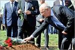 Возложение цветов к могиле солдата Великой Отечественной войны Павла Чеботарева