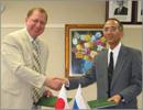 Подписание договора между ОГУ и Университетом Хиросимы, 2006 год. Открыть в новом окне [81 Kb]